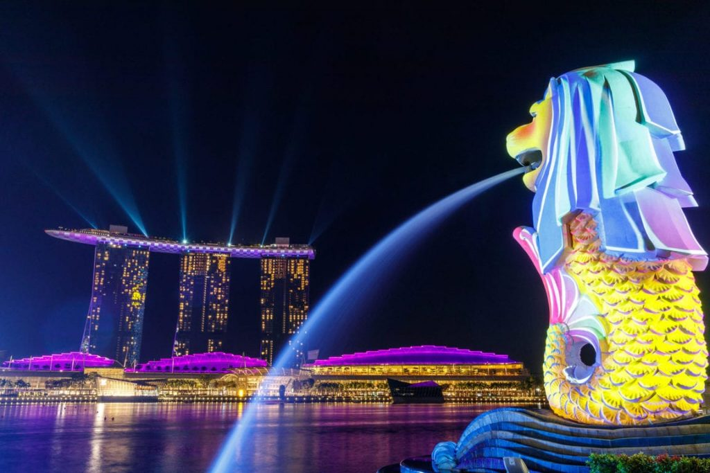 It's pretty much required for anyone who visits Singapore to pose a selfie or a photo with the Merlion